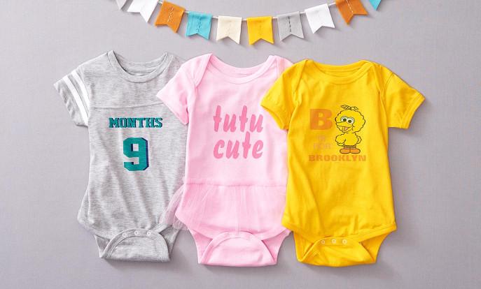 Hübsche Kleidung für Babys