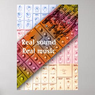 Synthesizer macht wirklichen Ton und wirkliche Poster