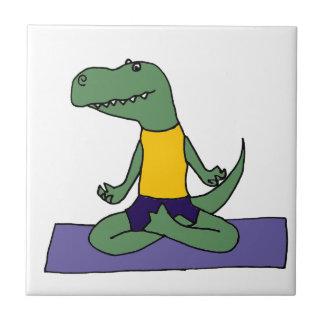 T-Rex Dinosaurier, der Yoga tut Keramikfliese