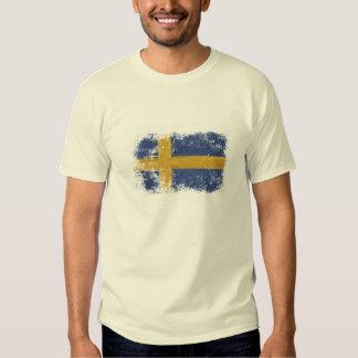 T - Shirt mit getragener heraus schwedischer