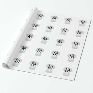 T-Shirt Schablonenbuchstabe M Geschenkpapier