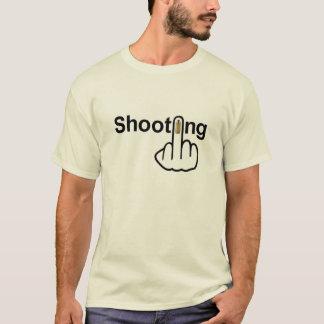 T - Shirt-Schießen drehen um T-Shirt