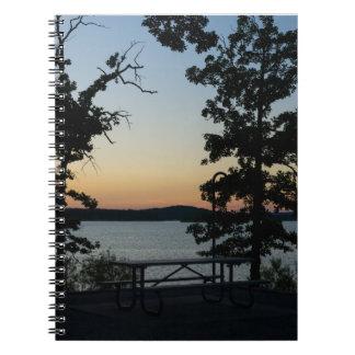 Tabellen-Felsen-Silhouette-Sonnenuntergang Notizblock