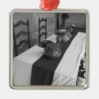 Tabelleneinstellungen für ein mittelalterliches quadratisches silberfarbenes ornament