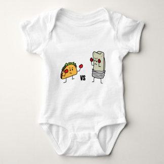 Taco gegen Burrito Baby Strampler