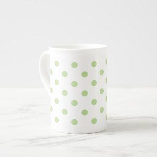 Tadelloser grüner Tupfen Porzellantasse