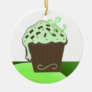 Tadelloser Schokoladen-kleiner Kuchen Rundes Keramik Ornament