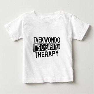 TAEKWONDO IST ES BILLIGER ALS THERAPIE BABY T-SHIRT