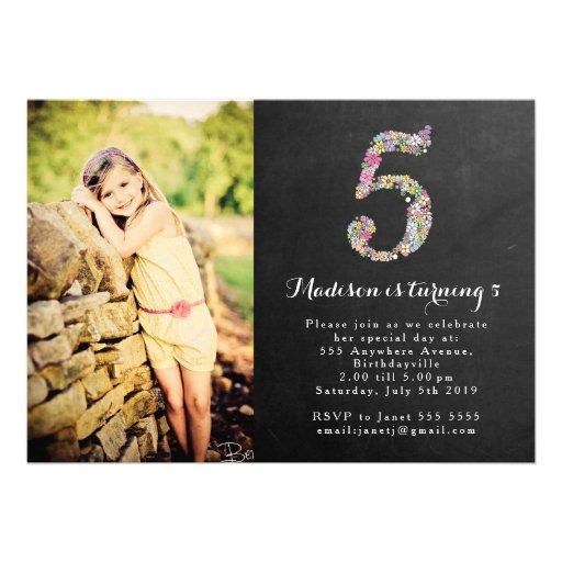 Tafel-Mädchen-laden Blumen5. Geburtstags-Party ein Ankündigungskarte