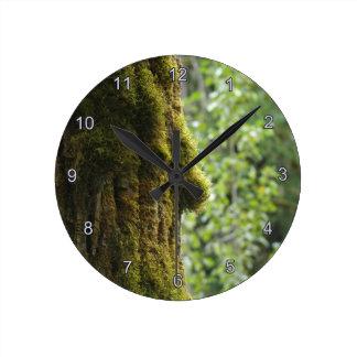 Tag der Erde-moosige Baum-Waldnatur-Uhr Runde Wanduhr