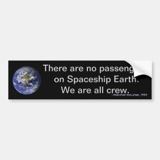 Tag der Erde: Wir sind alle Crew auf Autoaufkleber