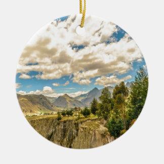 Tal und Anden-Strecken-Berge Latacunga Ecuador Keramik Ornament