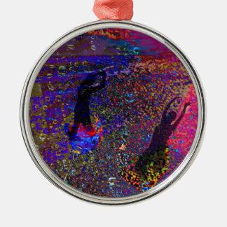 Tanz, Partygetränke in den vollen Farben Rundes Silberfarbenes Ornament