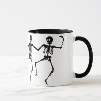 Tanzen-Skelette (Halloween) Tasse