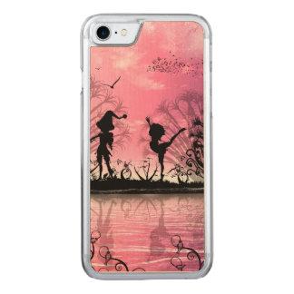 Tanzen zur Violinenmusik in einer Traumwelt Carved iPhone 8/7 Hülle