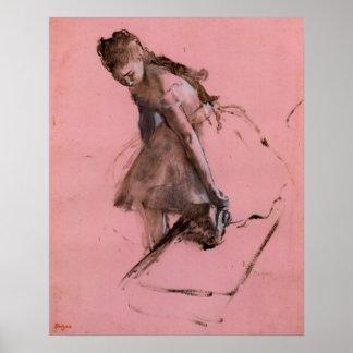 Tänzer, der auf ihrem Schuh durch Edgar Degas Poster