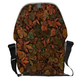 Tarnung verlässt Eichen-Ahorn-Herbst-Person-Blatt Kurier Taschen
