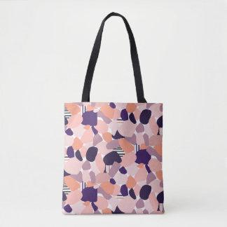 Tasche im Terrazzo Design in lila, orange, flieder