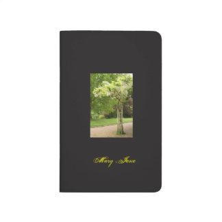 Taschen-Zeitschrift mit blühendem Baum Taschennotizbuch