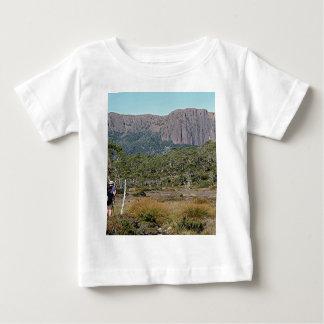 Tasmaniens Überlandbahn Baby T-shirt