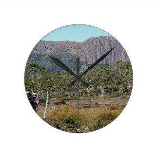 Tasmaniens Überlandbahn Runde Wanduhr