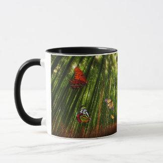 Tasse der Bambus-u. Schmetterlings-Kunst-2