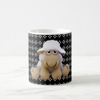 Tasse des Schafs zu crochet mit der geometrischen