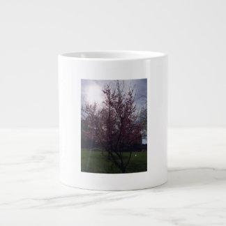 Tasse mit Blüten-Baum