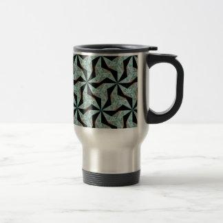 Tasse mit grünem geometrischem abstraktem Muster