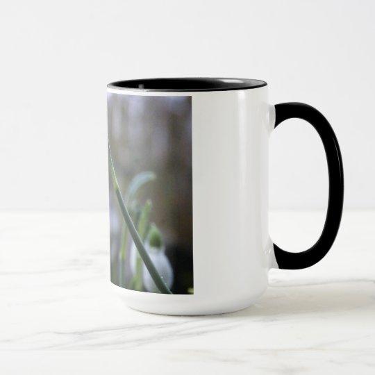 Tasse mit Schneeglöckchen