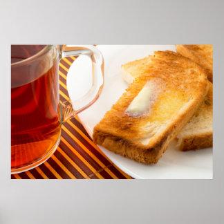 Tasse Tee und heißer Toast mit Butter Poster
