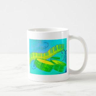 Tastatur und timbale kaffeetasse