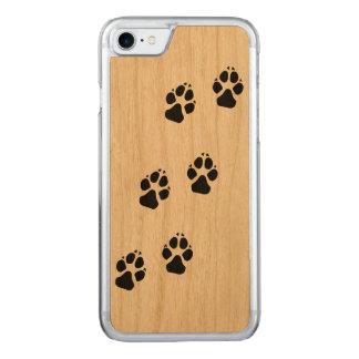 Tatzendrucke eines Hundes Carved iPhone 8/7 Hülle