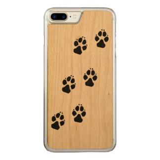 Tatzendrucke eines Hundes Carved iPhone 8 Plus/7 Plus Hülle