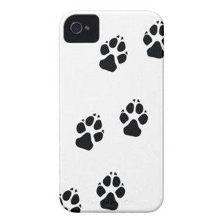 Tatzendrucke eines Hundes iPhone 4 Case-Mate Hülle