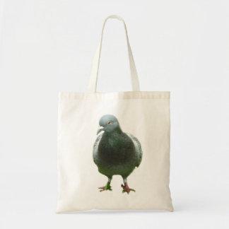 Taube auf einer Tasche