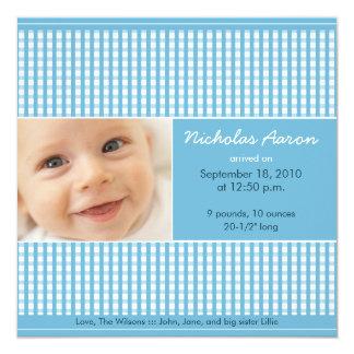 {TBA} Wertvolle Gingham-(blaue) Geburts-Mitteilung Quadratische 13,3 Cm Einladungskarte