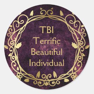 TBI schreckliches schönes einzelnes Gold auf Lila Runder Aufkleber
