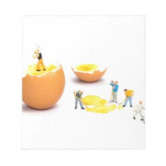 Team der menschlichen Miniaturfigürchen, die Ei Notizblock