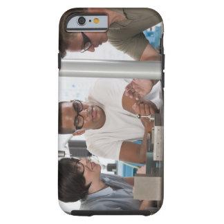 Technikprofessor, der eine Koordinate demonstriert Tough iPhone 6 Hülle