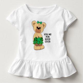 Teddy-Bär mit Kleeblatt-St Patrick Tagest-stück Kleinkind T-shirt