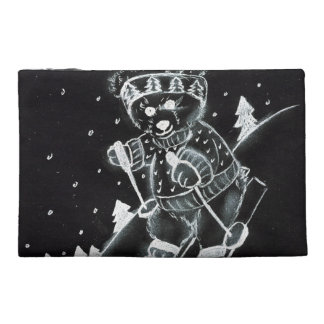 Teddybär, der in Schwarzweiss Ski fährt Reisekulturtasche