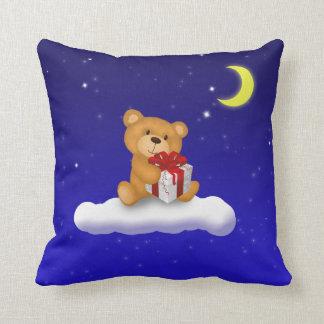 Teddybär mit Geschenk - Kissen