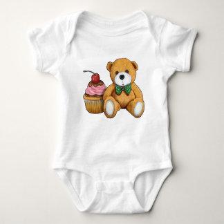 Teddybär mit rosa kleinem Kuchen, Kirsche, Baby Strampler