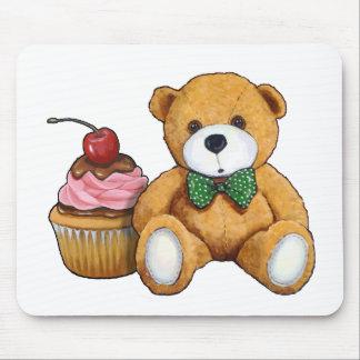 Teddybär mit rosa kleinem Kuchen, Kirsche, Mousepad
