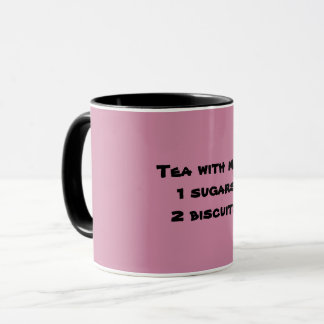Tee mit Milch, 1 Zucker, Tasse mit 2 Keksen