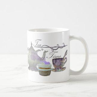 Tee-Zeit! Lila Teekanne-, Teacup-und Kuchen-Kunst Kaffeetasse
