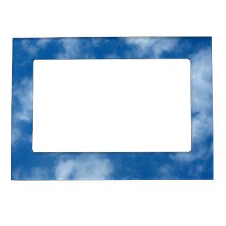 Teils bewölkter blauer Himmel-magnetischer Rahmen