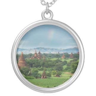 Tempel in Bagan, Myanmar Versilberte Kette
