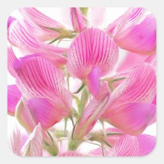 Tender pink field flower quadratischer aufkleber